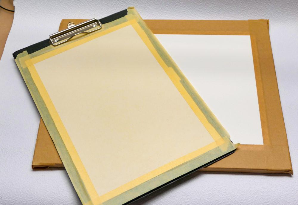 Napnutý akvarelový papier
